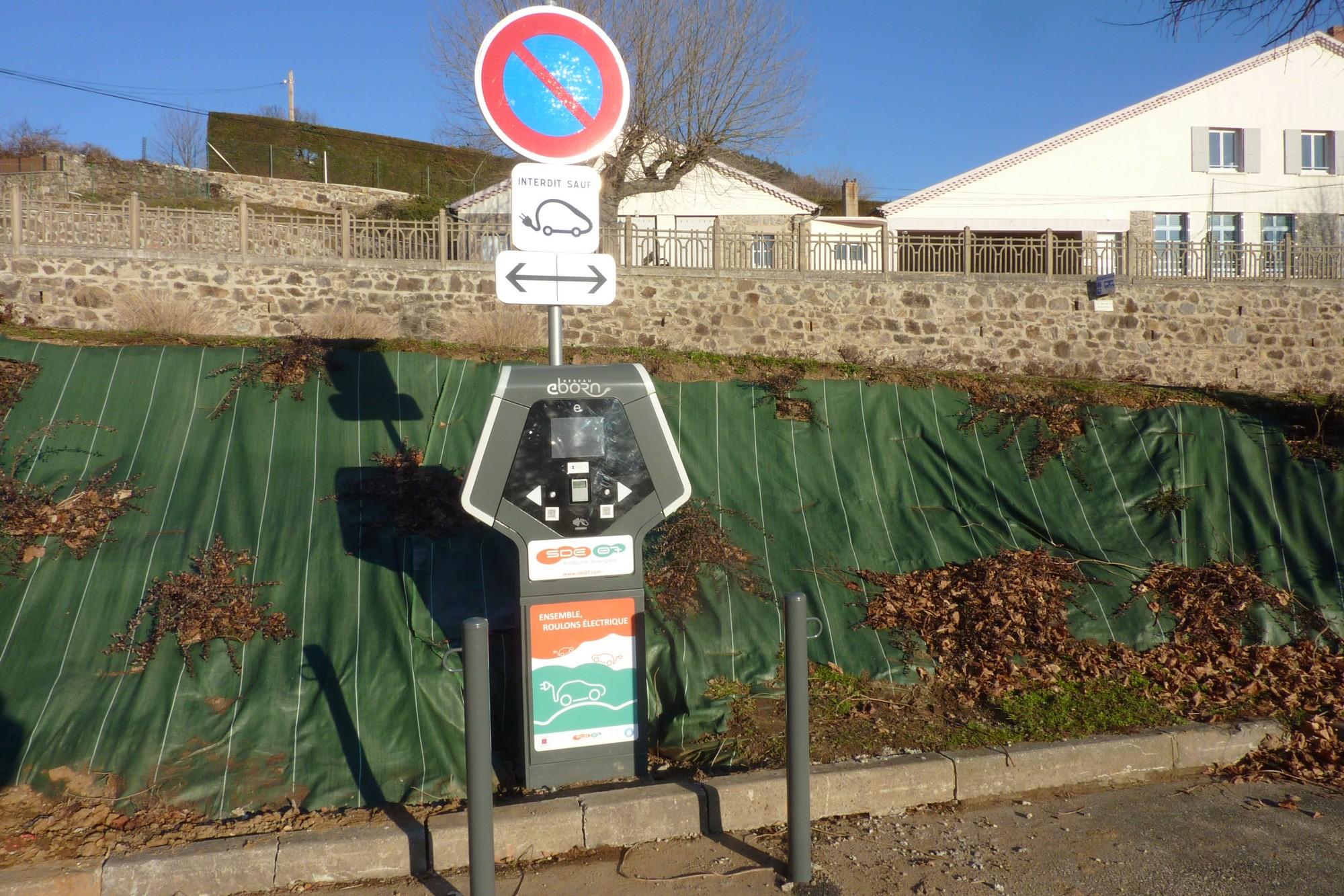 borne-de-recharge-pour-vehicules-electriques